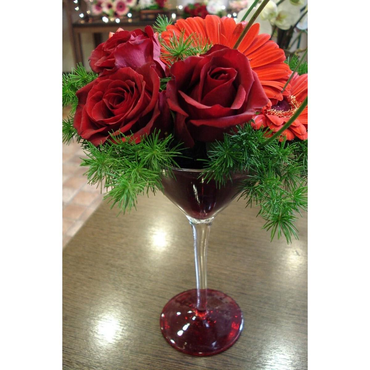 5c2cd371cdc Σύνθεση λουλουδιών σε ποτήρι